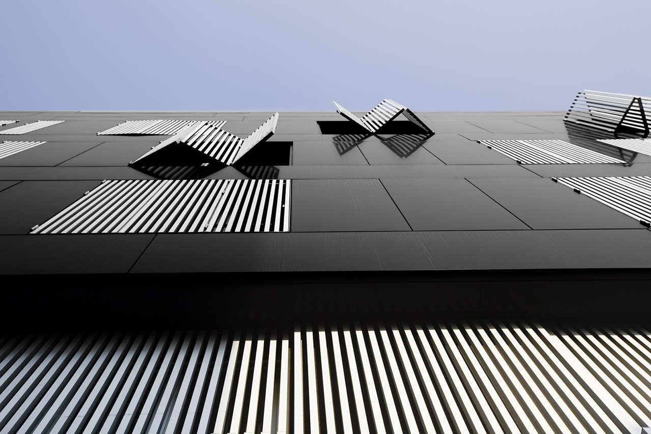 Edificio de viviendas en Sabadell obra nueva ventanas 3