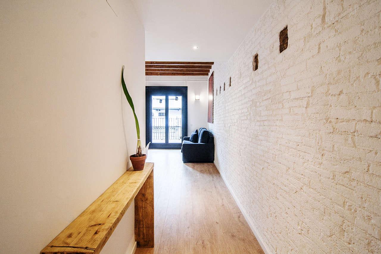 Reforma integral de edificio en el Poblenou pasillo