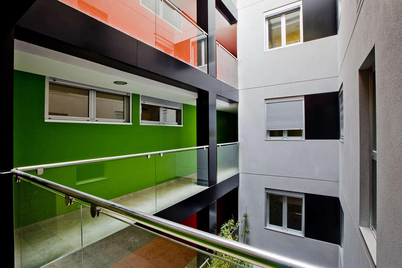Edificio de viviendas en Sabadell obra nueva patio