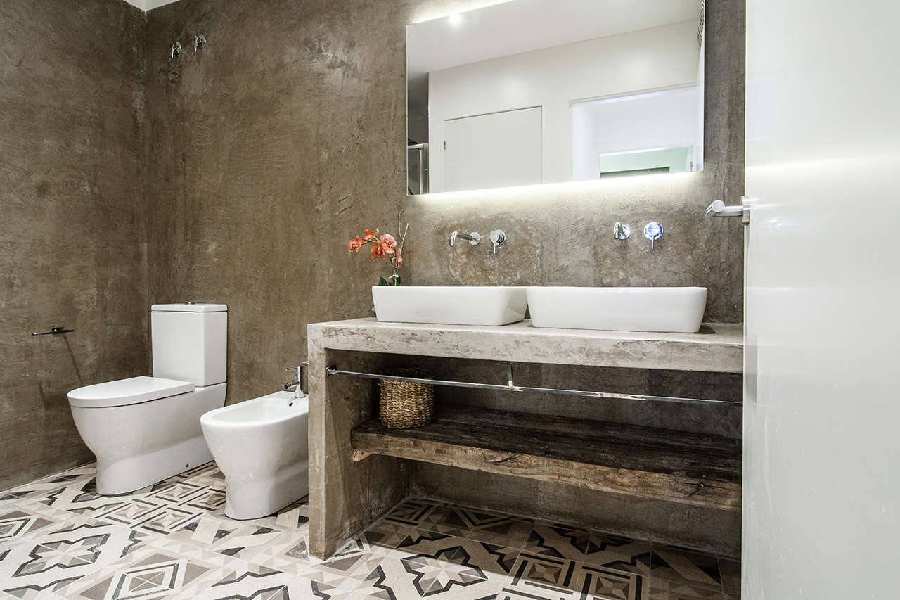 Reforma integral de edificio en el Poblenou baño 1